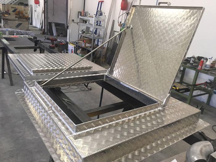 Capot aluminium avec canne