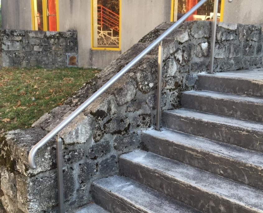 Main courante mise aux normes escaliers
